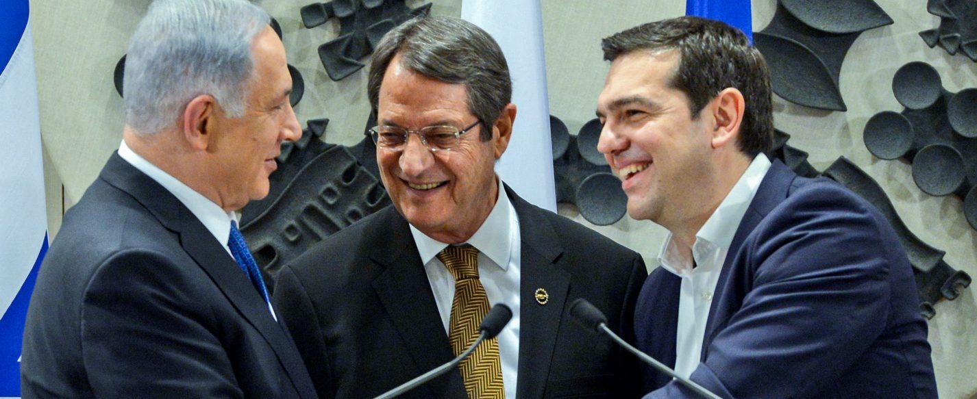 Prime Minister Benjamin Netanyahu (L) shake hands with President of Cyprus, Nicos Anastasiades (C) and Greece Prime minister Alexis Tsipras during a press conference at the Presidential Palace in Nicosia, Cyprus on Janaury 28, 2016. Photo by Haim Zach/GPO *** Local Caption *** øàù äîîùìä áðéîéï ðúðéäå ðôâù òí ðùéà ÷ôøéñéï ðé÷åñ àðñèñéàãéñ åøàù äîîùìä ùì éååï àìëñéñ öéôøàñ á÷ôøéñéï