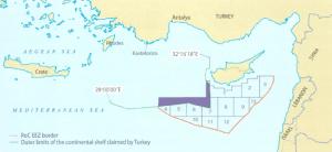 מפה 1: השטח החופף בין המדף היבשתי שתורכיה תובעת לעצמה לבלוקים הקפריסאים בדרום מערב האי. מקור: Prio Cyprus Centre (2013)