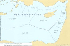מפה 3: המדף היבשתי התורכי וגבולות המים הכלכליים מחושבים כקווי אמצע, על פי הצעת קפריסין ויוון. מקור: Prio Cyprus Centre (2013)