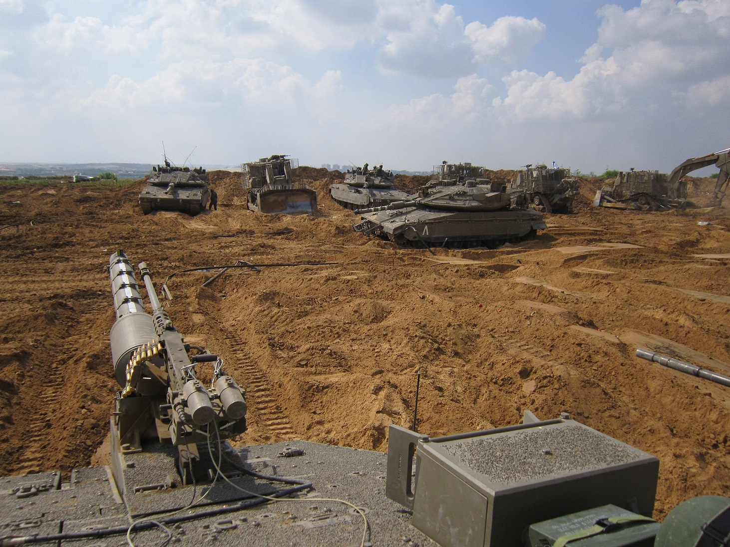 armored_corps_operate_near_the_gaza_border_14569836159