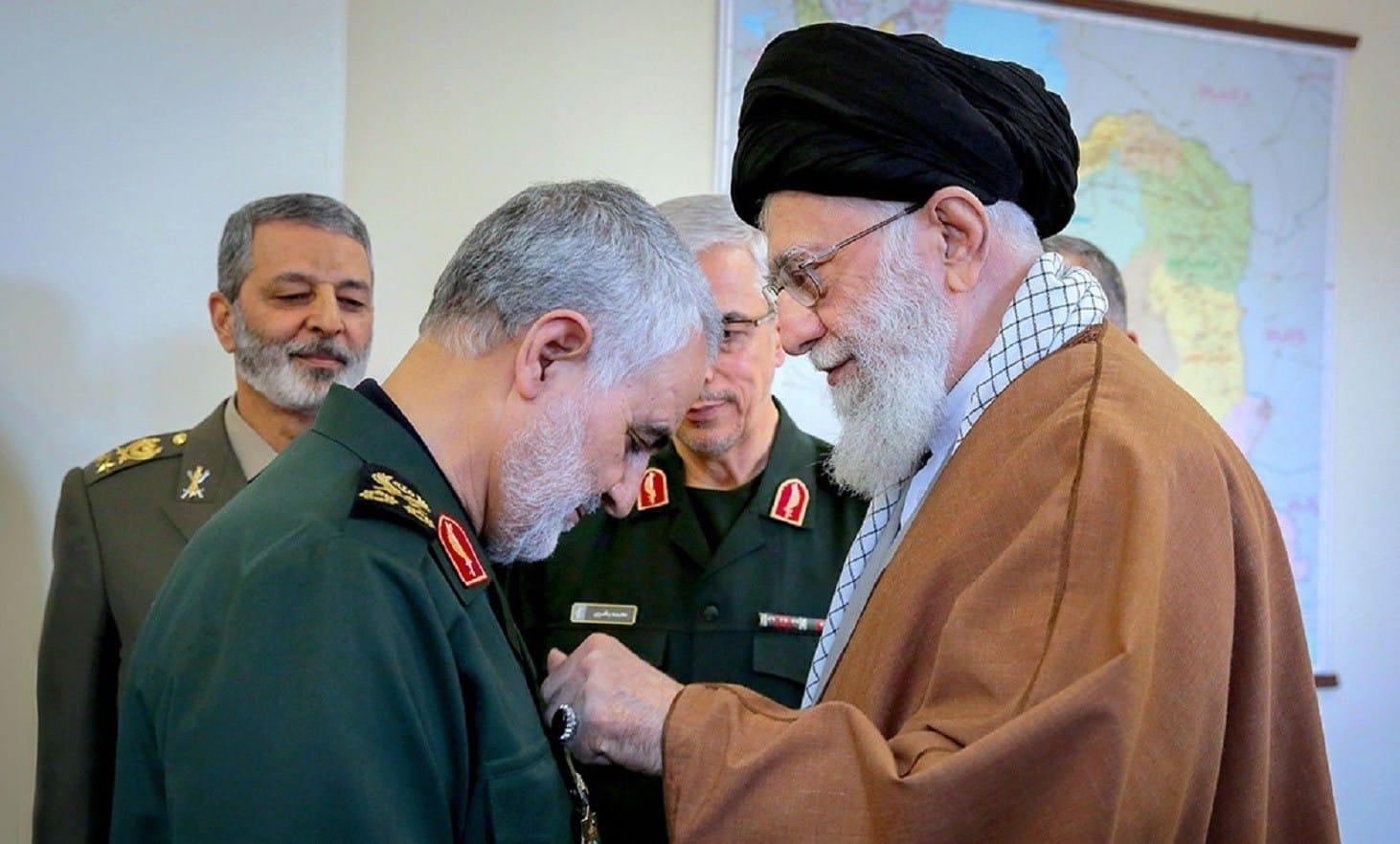qasem_soleimani_received_zolfaghar_order_from_ali_khamenei_1