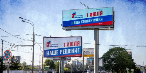 Banners with agitation for amendments to the Constitution of the Russian Federation on the roads of Moscow