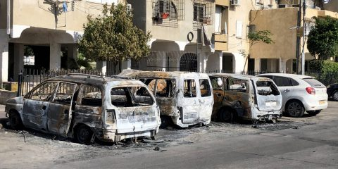 Cars burned during clashes between Israeli Arabs and Jewish residents in the city of Lod