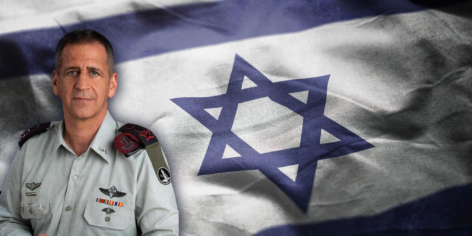 רמטכ״ל -אביב כוכבי, מאחוריו דגל ישראל
