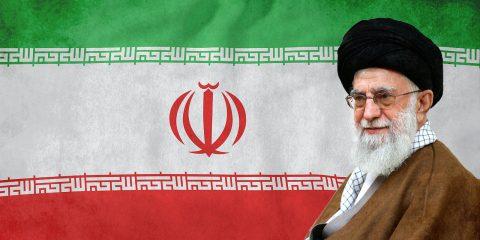 עלי קמנאי, ודגל איראן ברקע